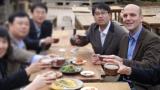한국 제자 많이 두고 민속촌서 막걸리도 마시는 젊은 노벨화학상 수상자들